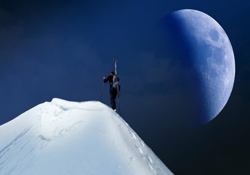 Bulan adalah satelit alami Bumi