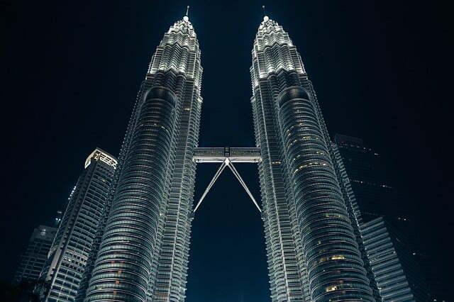 fakta menara kembar petronas di kota kuala lumpur malaysia rh pinterpandai com Menara KLCC menara kembar petronas berada di negara brainly
