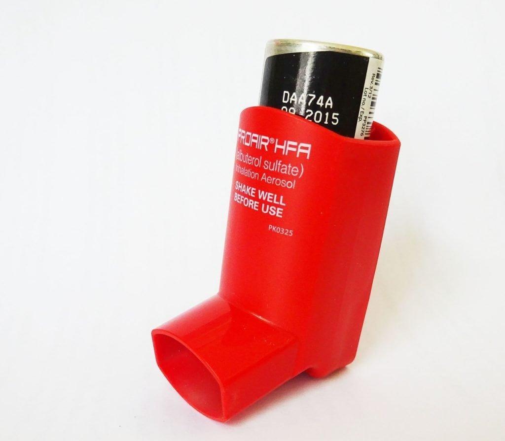 Alat hirup metered dose yang biasa digunakan untuk mengobati asma