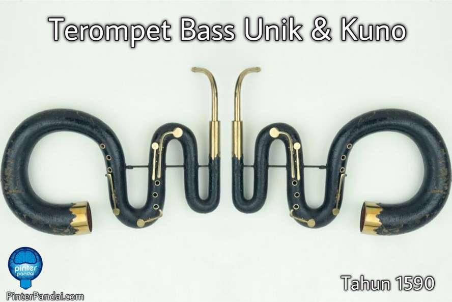 terompet bass unik berbentuk ular