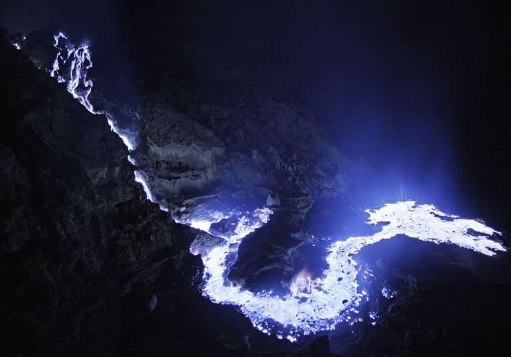 Blue fire merupakan keunikan tempat ini, karena pemandangan alami ini hanya terjadi di 2 tempat di dunia yaitu Islandia dan Ijen.