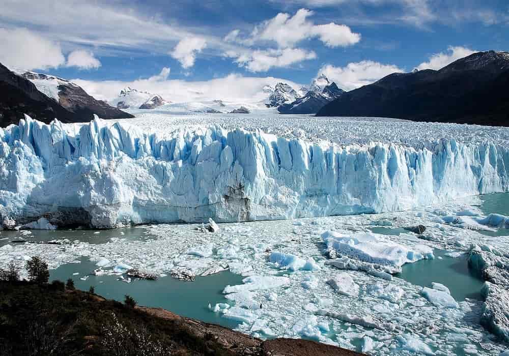 Ujung penghabisan gletser gunung Perito moreno