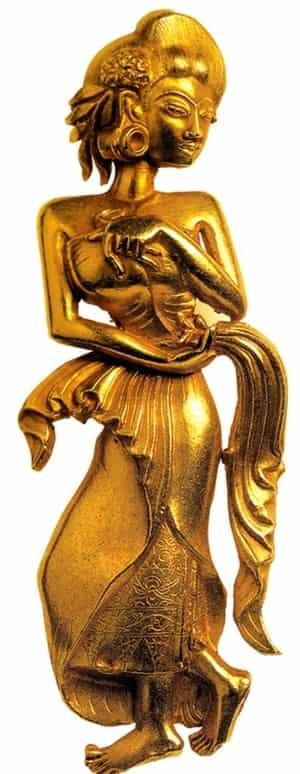 Bidadari Majapahit arca emas apsara