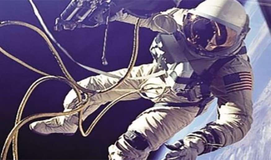 Ed White - Pertama kali berjalan di luar angkasa