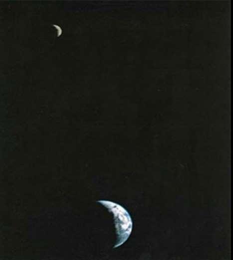 Foto pertama bumi dan bulan