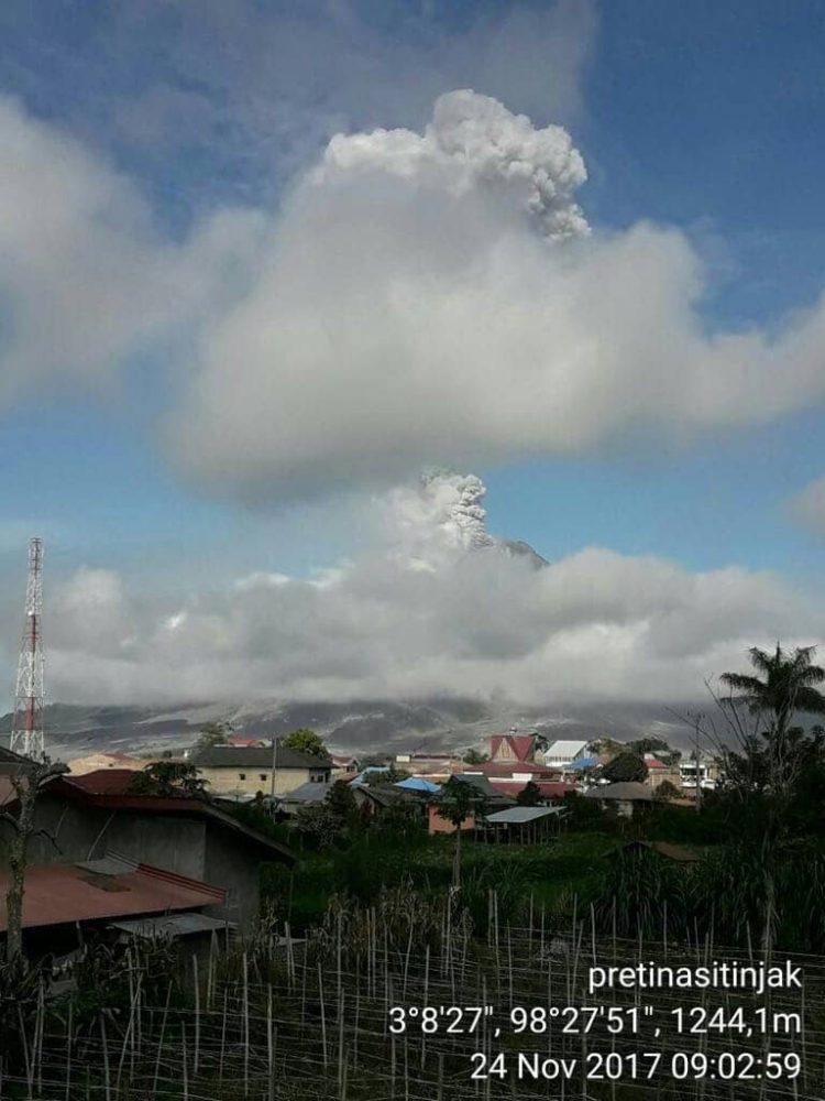 Gunung Sinabung Sumatera Utara 24-11-2017 0902 WIB