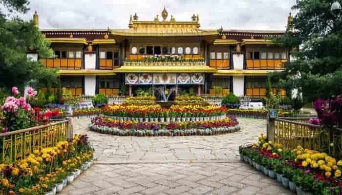Istana musim panas Norbulingka