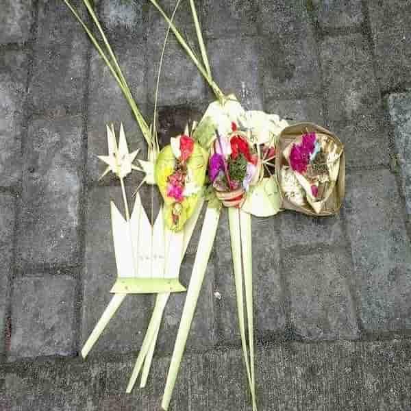 Segehan Bali - Persembahan Yang Bermakna Dan Penghaturannya