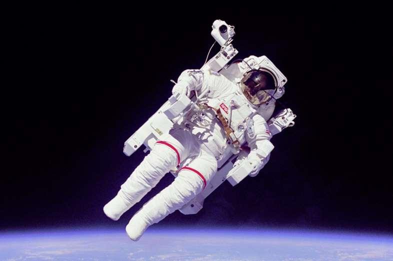 Tanpa ikatan - astronot pertama - Bruce McCandless