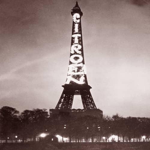 Iklan Citroen di menara Eiffel