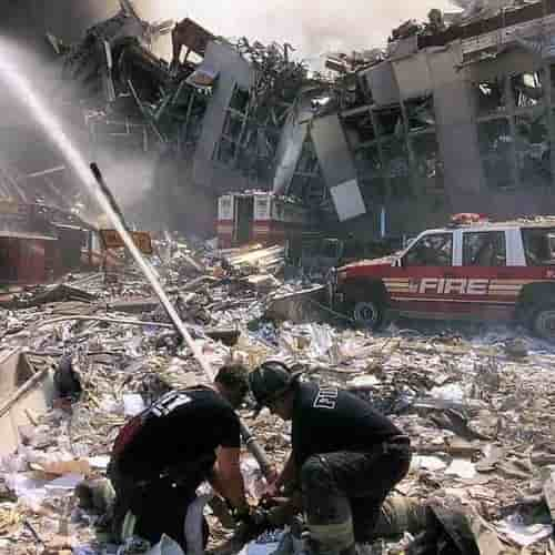 Pemadaman kebakaran pasca serangan teroris 11 September 2001 WTC NYC