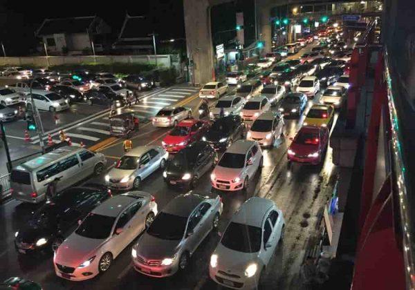 Penyebab kemacetan di jalan