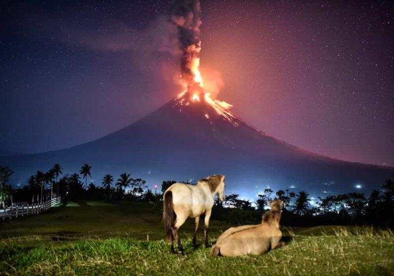 Cara melindungi diri saat gunung berapi meletus