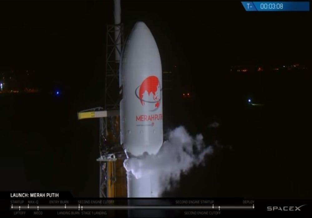 Satelit merah putih
