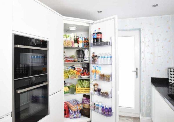 Mengapa pintu kulkas sulit dibuka