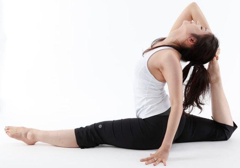 Pose Yoga - Nama, Contoh Gerakan Postur Tubuh (Aksana)