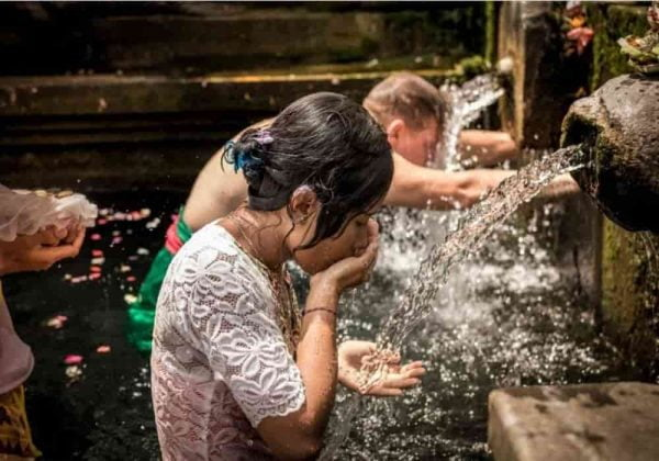 Perayaan Air Suci dan Pembersihan Diri - Hari Banyu Pinaruh di Bali