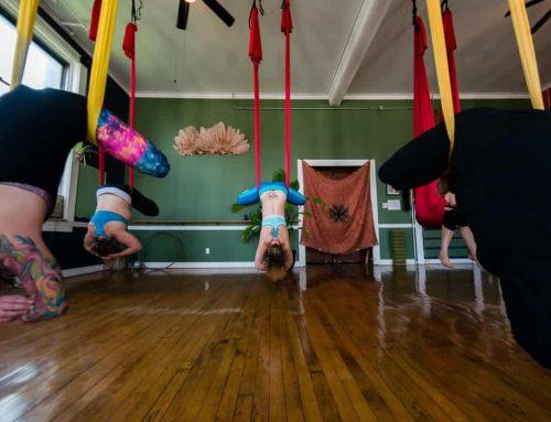 10 Manfaat Fly Yoga (Aerial Yoga) – Seberapa Bagus Yoga Aerial?