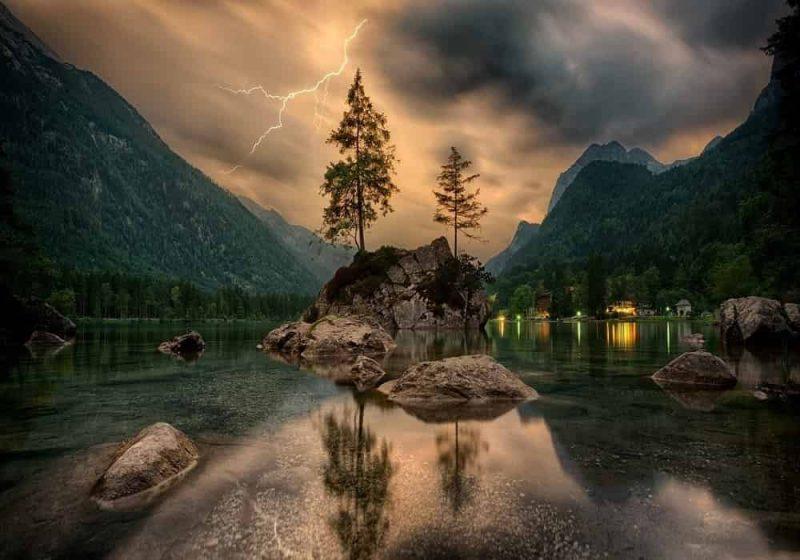 Arti Mimpi DanauMelambangkan: menahan emosi dan perasaan, ketidaksadaran, tabilitas emosional. Arti mimpi danau: pertanyaan yang harus Anda tanyakan pada diri sendiri adalah perasaan apa yang harus Anda pertahankan lebih lanjut. Arti mimpi danau itu secara umum juga menyiratkan ada kemungkinan bahwa Anda memiliki emosi yang ingin Anda temukan.Arti mimpi danau besarSebuah danau besar dengan air berwarna murni adalah tanda masa depan yang baik dan kenalan yang bahagia, serta kedamaian dan ketenangan di depan. Jika air gelisah, ini menandakan gangguan di depan.Arti mimpi danau sangat besar dan luasJika Anda dapat melihat danau itu sangat besar, ini melambangkan bahwa ada perubahan besar.Arti mimpi danau dalamJika danau itu jauh di dalam alam, itu artinya Anda memiliki ketakutan akan situasi emosi yang mendalam. Danau dalam mimpi umumnya menandakan emosi dan energi yang Anda miliki untuk diri sendiri.Arti mimpi danau kecilSebuah danau kecil menggambarkan bagaimana Anda menjalani hidup Anda. Mimpi ini akan tergantung pada sikap Anda apakah melihat kehidupan sebagai danau besar.Mimpi memancing di danauMemimpikan diri Anda memancing di danau itu berarti Anda tidak memanfaatkan peluang, tetapi juga bahwa Anda mungkin jatuh cinta.Berenang di danauBerenang di danau menunjukkan bahwa seseorang sedang mengamati Anda, dan Anda mungkin mendapat teman baru. Melihat diri Anda di pantai danau itu berarti Anda puas dan bahagia.Mimpi ini juga bisa berarti Anda kemungkinan akan menyadari masalah di masa depan, itu menyoroti bahwa penting untuk secara tidak sadar mendorong sesuatu ke berbagai arah positif.Air danau tidak tenangJika air di danau tiddak tenang atau berombak, itu berarti hidup bergerak terlalu cepat untuk Anda.Ingin Tahu Arti Mimpi Lainnya? Klik DisiniKlik disiniuntuk mengetahui arti-arti lainnya.Arti Mimpi Lengkap – Tafsir, Definisi, Penjelasan Mimpi Secara PsikologiBacaan LainnyaApakah Arti Dari: Astrologi, Astronomi, Horoskop, Zodiak?Arti Kartu Tarot - Tafsir, Arti, Mak