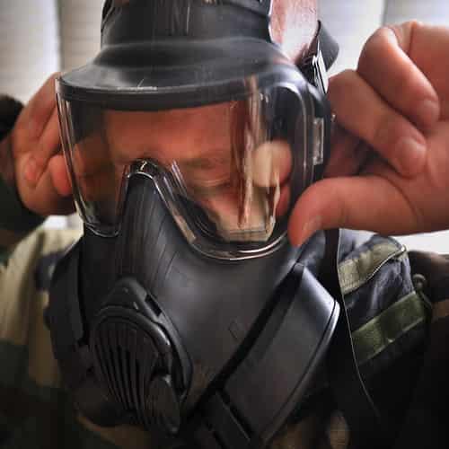 Masker anti gas air mata