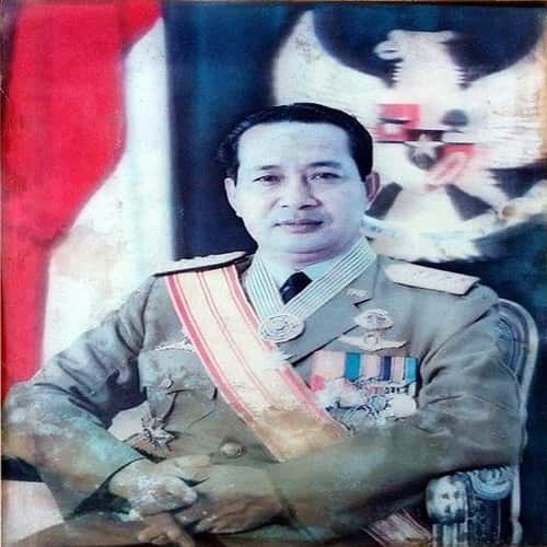 Jenderal TNI Suharto berkuasa saat sebagai Presiden merangkap Panglima ABRI