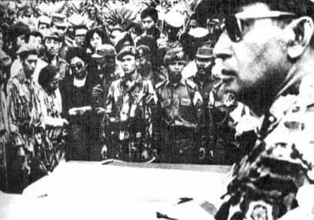 Mayjend suharto menghadiri pemakaman jendral g30spki