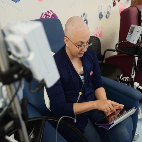 Pasien menjalani kemoterapi