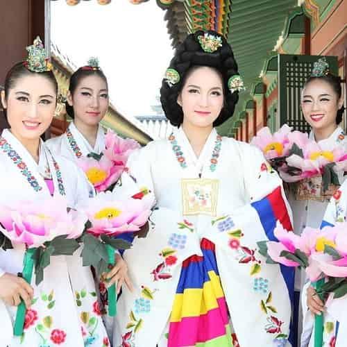 Hanbok baju dan perayaan tradisional korea