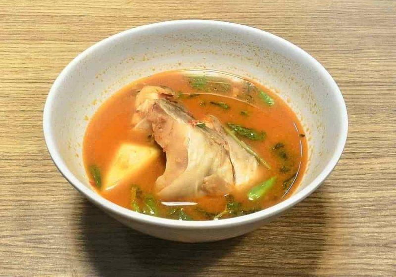 Pindang ikan yang digarami dan dibumbui kemudian diasapi atau direbus sampai kering agar dapat tahan lama (cara Bawean, Muncar dan gaya baru) - Resep Hidangan