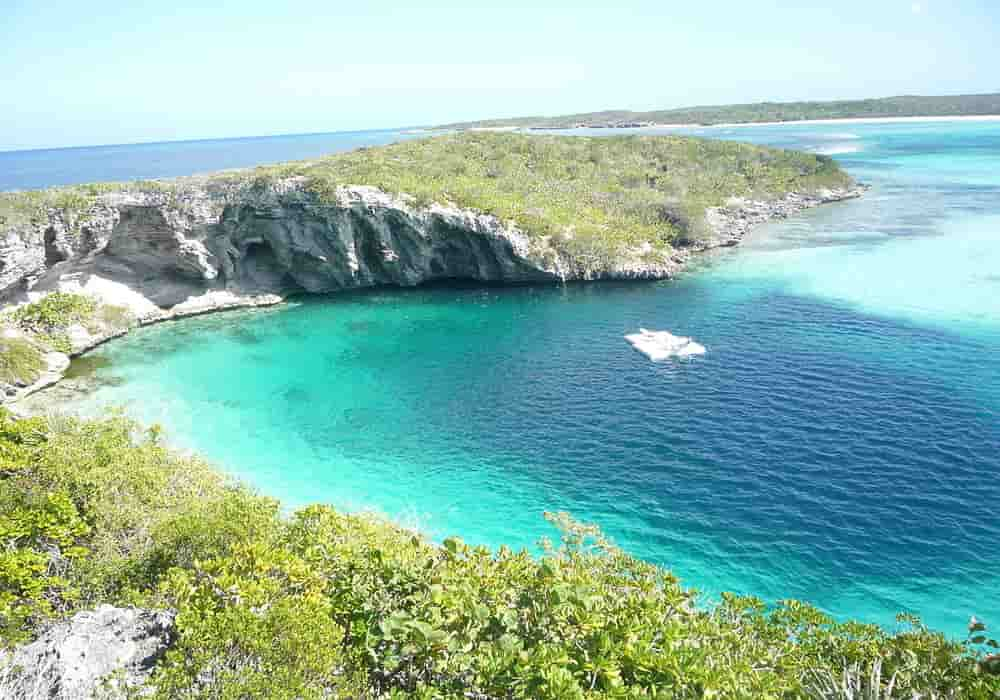 Dean blue hole bahamas