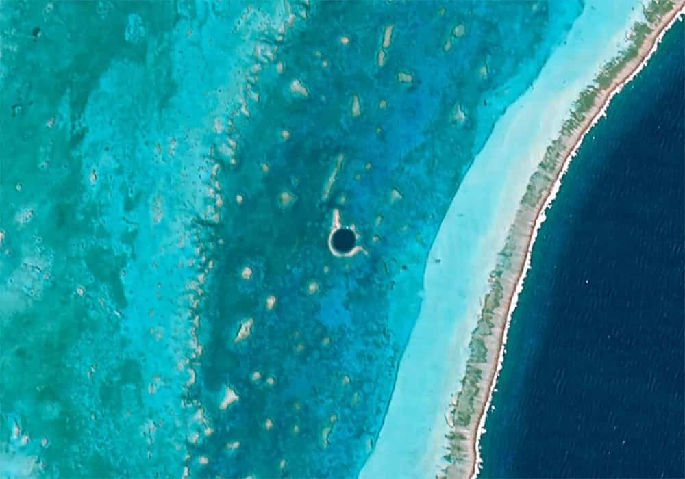 Sekitar great blue hole di lighthouse reef belize