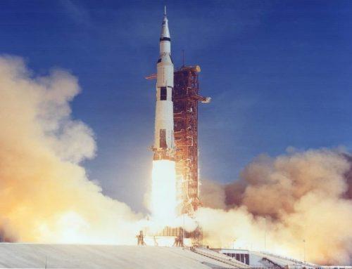 Saturn V meluncurkan Apollo 11, Mendaratkan manusia di Bulan
