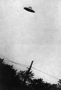UFO (Unidentified Flying Object) Benda terbang tak dikenal