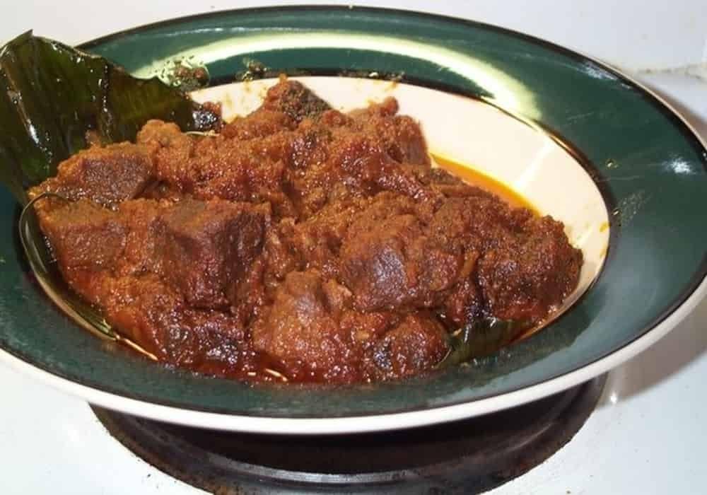 Makanan indonesia rendang kambing