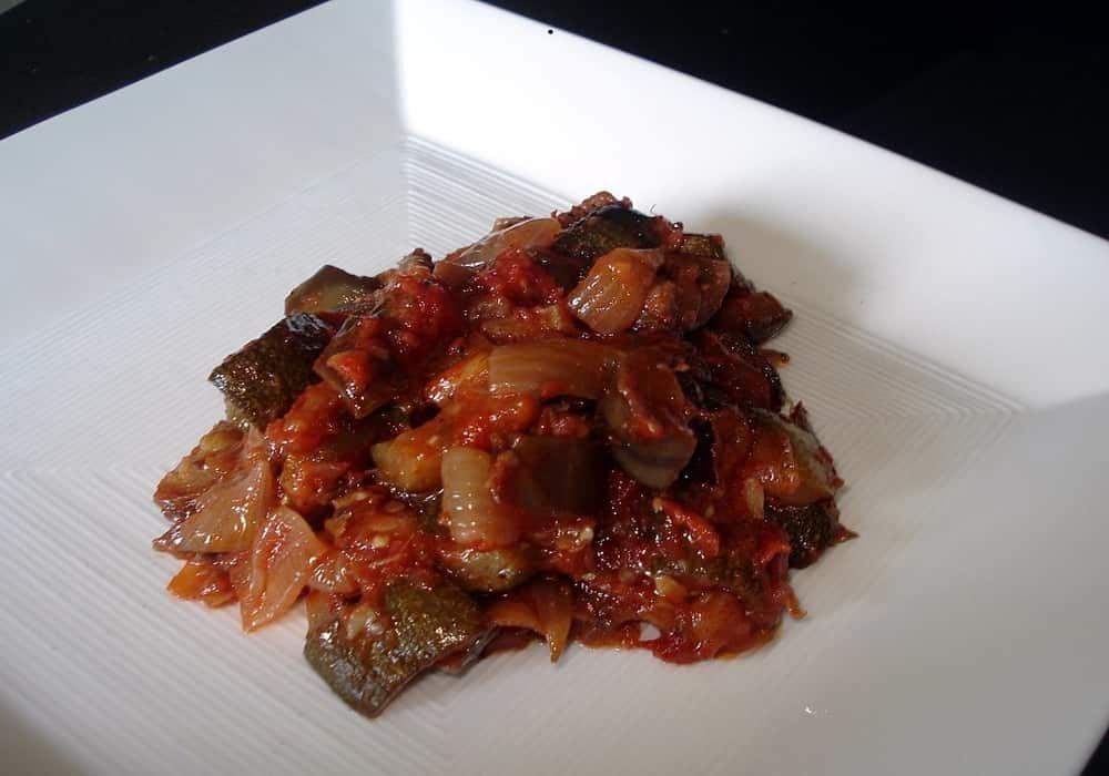 Hidangan sayuran rebus Ratatouille French Provençal, berasal dari Nice.