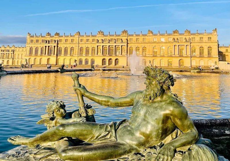 Patung le Rhone di Istana Versailles France