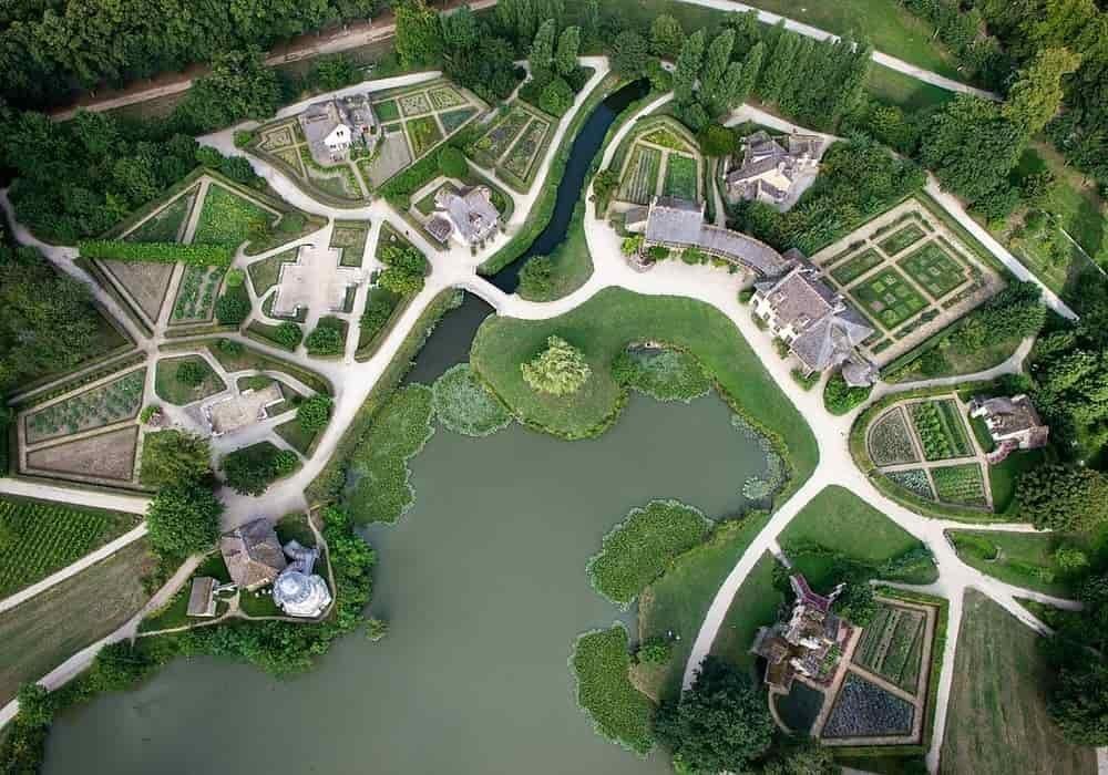 Pemandangan udara dusun ratu, Domain Versailles, Prancis