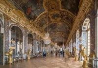 Hall of Mirrors (Galerie des Glaces) Simbol kemegahan di Istana Versailles