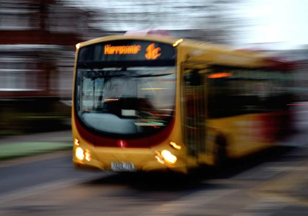Arti Mimpi Bus (Bis) Tafsir, Makna dan Penjelasan Arti Mimpi