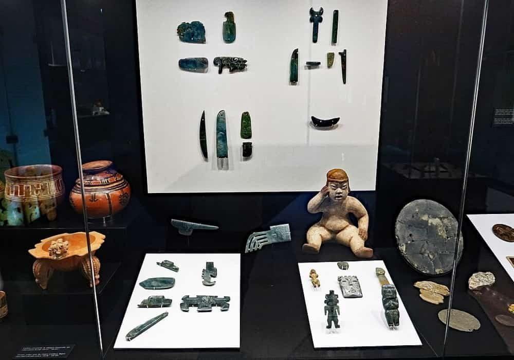 Objek budaya Olmec, terutama batu giok, ditemukan di Kosta Rika