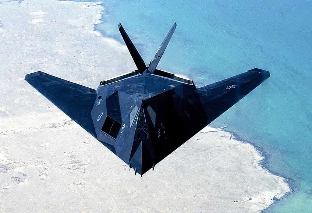 Pesawat Siluman F117 Nighthawk